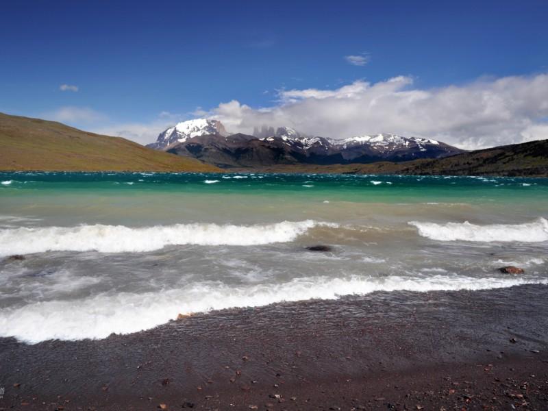 lago azul torres del paine